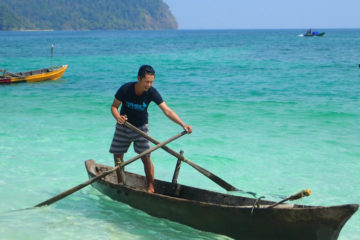 Scuba Libre Adventures_Burma Tour_Kyun Pila_Moken Village_Try paddling_850