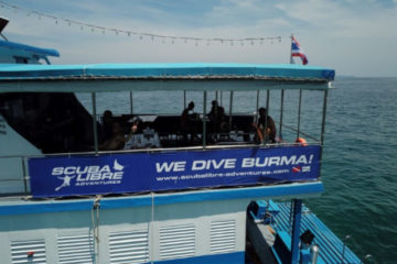 Scuba Libre Adventures_MV Thai Sea_Liveaboard-Boat_Side view of lounge area_H479